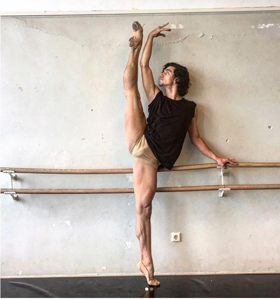 danseur Miahelbelilovofficial